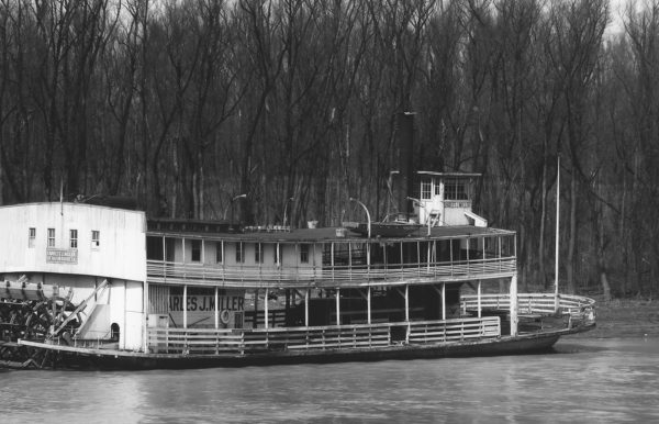 Walker Evans, Ferry and river men. Vicksburg, Mississippi , 1936